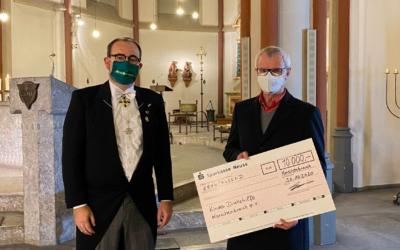 Übergabe des Spendenchecks aus dem virtuellen Schützenfest